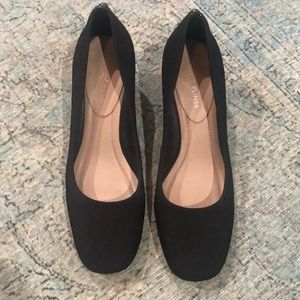 Donald Pliner Crepe black heel pumps